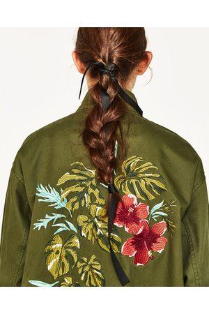 Resultado de imagem para zara casaco verde com bordado costas