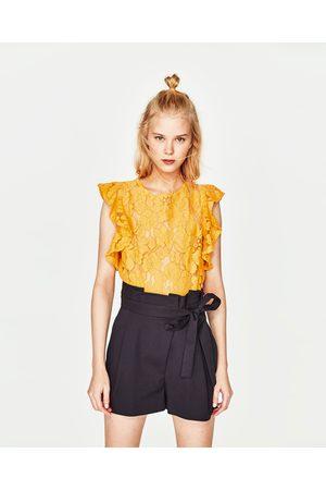 Zara BLUSA RENDA MANGA COM FOLHO - Disponível em mais cores