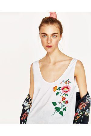Zara T-SHIRT ALÇA BORDADO FLORAL - Disponível em mais cores