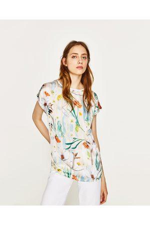 Zara T-SHIRT ESTAMPADO FLORES - Disponível em mais cores