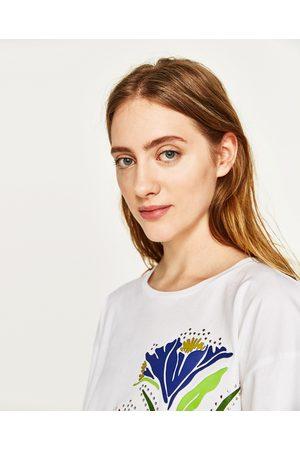 Zara T-SHIRT REMENDOS FLORES - Disponível em mais cores