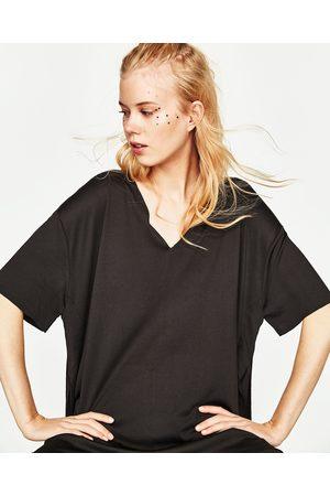 Zara T-SHIRT DECOTE EM V - Disponível em mais cores