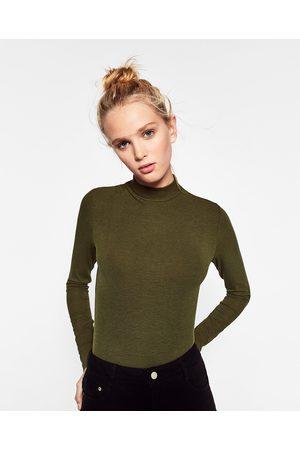 Zara T-SHIRT CANELADA GOLA CHAMINÉ - Disponível em mais cores