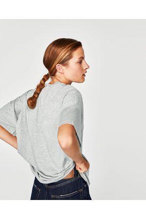 Zara T-SHIRT COM APLIQCAÇÃO DE JOIA E TEXTURA - Disponível em mais cores