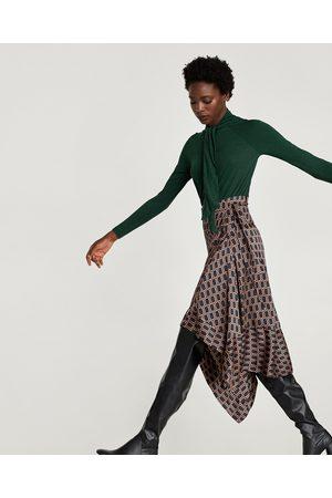 Zara T-SHIRT LAÇADA - Disponível em mais cores