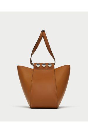 Zara SHOULDER BAG COM PORMENOR DE TACHAS