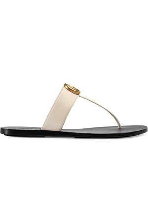 Gucci Leather thong sandals with Double G