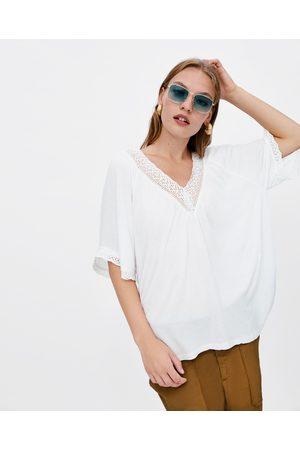 Zara T-SHIRT COM RENDA COMBINADA