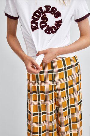 Zara T-SHIRT COM TEXTO EM RELEVO