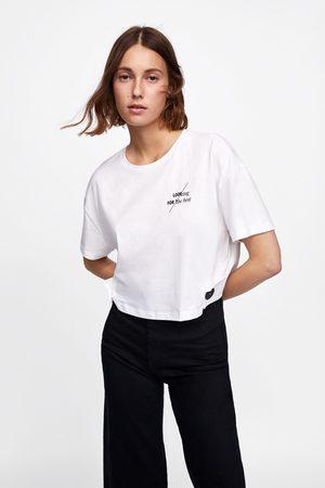Zara T-SHIRT CROPPED COM TEXTO