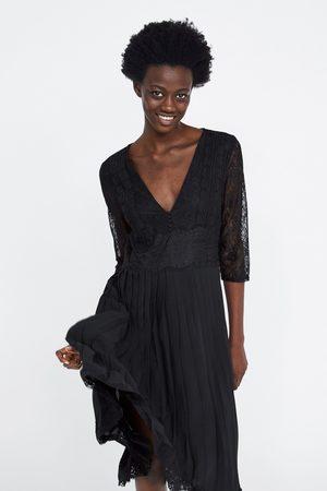 Zara Vestido plissado combinado de renda