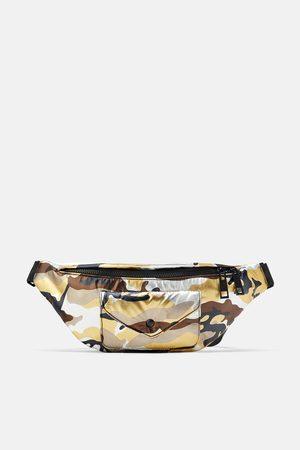 Zara Maxi bolsa de cintura e a tiracolo camuflada