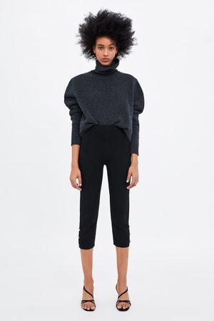 Zara Calças estilo pirata com botão e pérola