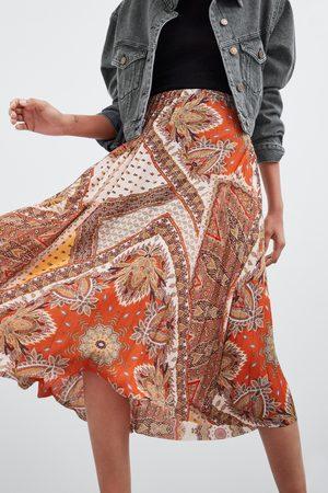 Zara Saia plissada estampada