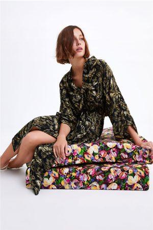 Zara Vestido comprido com estampado de folhas