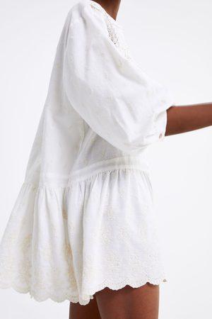 Zara Vestido de renda com bordados