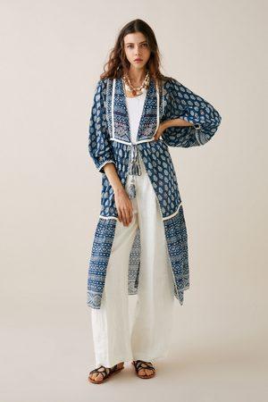 Zara Quimono estampado com bordados