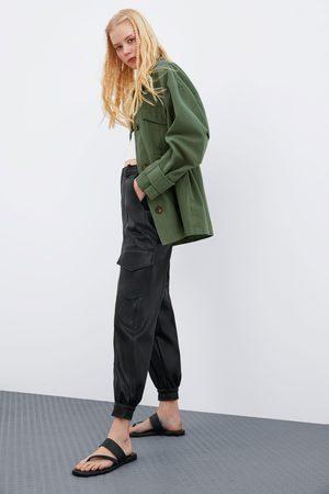 Zara Calças com efeito de pele e bolsos