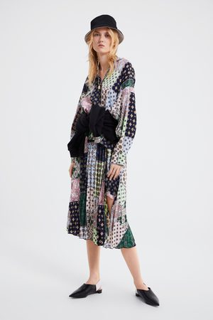 Zara Saia plissada estampado patchwork