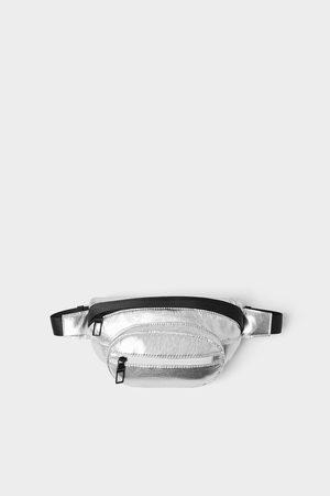 Zara Bolsa de cintura metalizada