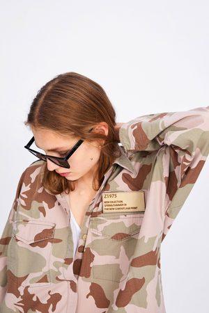 Zara Camisa comprida com estampado de camuflagem e bolsos