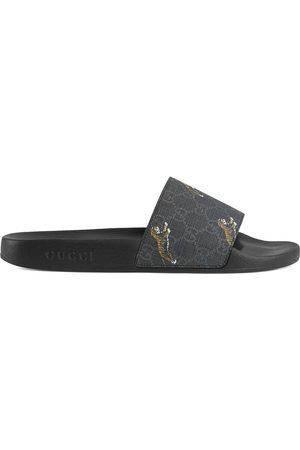 Gucci Homem Sandálias - GG Supreme tigers slide sandal
