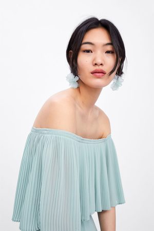 Zara Vestido plissado manga capa