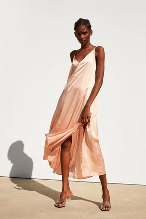 Zara Vestido acetinado