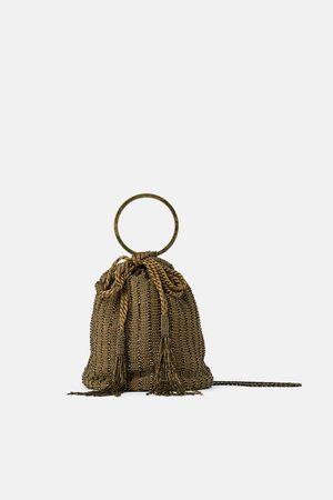 Zara Mala a tiracolo com missangas e aro de metal