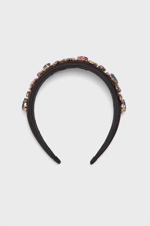 Zara Bandolete acetinada com joias