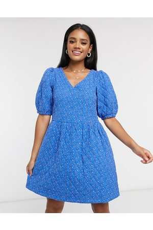 Vero Moda Quilted smock dress with puff sleeve in ditsy blue-Multi