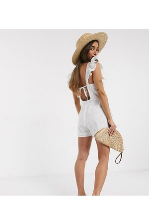 ASOS Senhora Macacões Curtos - ASOS DESIGN petite shell broderie playsuit with frill sleeve in white