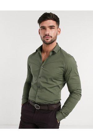 New Look Long sleeve muscle fit poplin shirt in khaki-Green