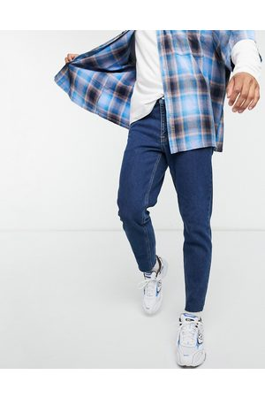ASOS Homem Slim - Classic rigid jeans in mid wash blue with raw hem