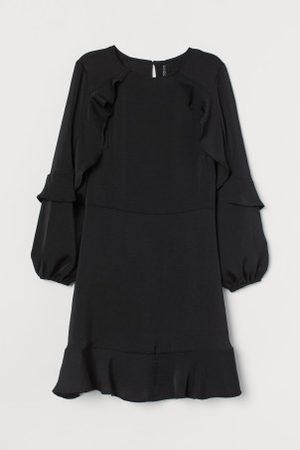 H&M Vestido com folhos