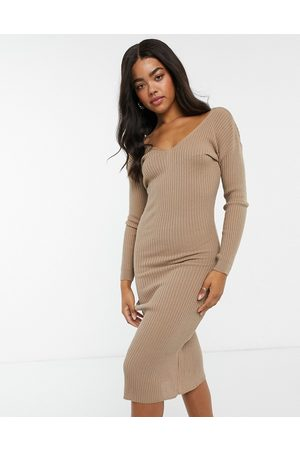 In The Style X Billie Faiers plunge front knitted midi dress in mocha-Brown