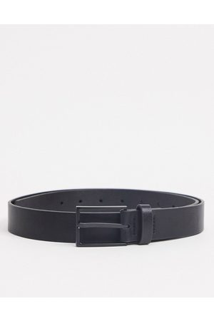 ASOS DESIGN Slim belt in black faux leather with matte black buckle detail