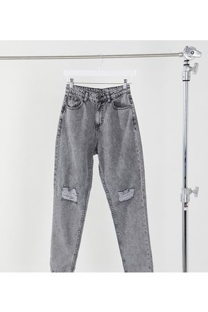 Noisy May Exclusive mom jeans with high waist and destroyed knees in light grey denim