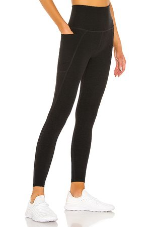 Beyond Yoga Mulher Leggings & Treggings - Out Of Pocket Legging in - Black. Size L (also in M, S, XS).
