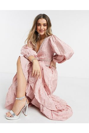 Sister Jane Senhora Vestidos Compridos - Dream maxi dress with ruffle skirt and ornate embellishment in jacquard-Pink