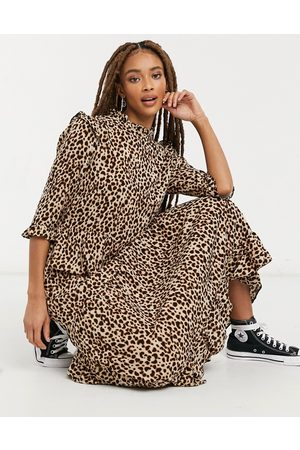 New Look Frill shoulder midi dress in brown animal pattern-Multi