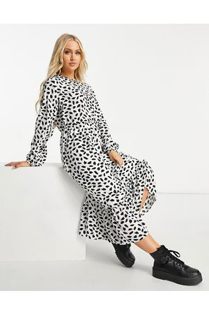 Missguided Midi smock dress with ruffle hem in dalmatian-White