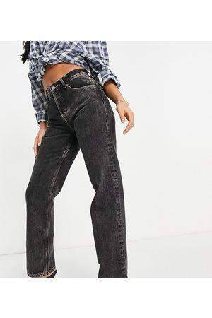 ASOS Senhora Retos - ASOS DESIGN Petite mid rise '90's' straight leg jeans in washed black