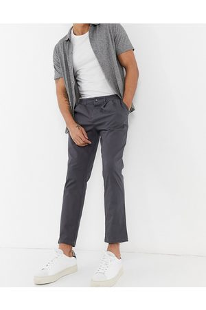 ASOS Homem Calças Formal - Cigarette chinos with pleats in charcoal-Grey