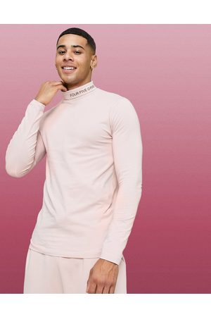 ASOS 4505 Muscle long sleeve t-shirt with roll neck-Pink