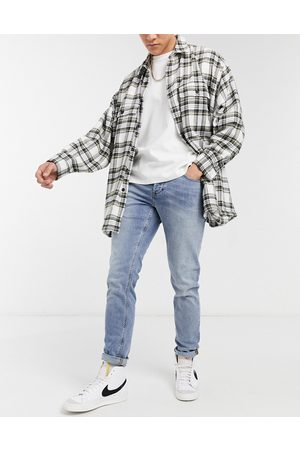 ASOS Homem Slim - Stretch slim jeans in mid wash blue with abrasion