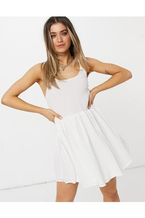 ASOS Senhora Vestidos de Verão - Shirred mini skater sundress with scoop back in white