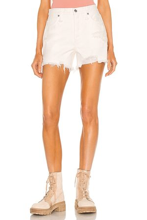Free People Makai Cutoff Short in - White. Size 26 (also in 24, 25, 27, 28, 29, 30, 31).