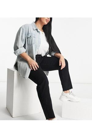 Missguided Senhora Cintura Subida - Riot high waist mom jean with raw hem in black