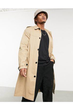 ASOS Homem Gabardinas - Lightweight single breasted trench coat in camel-Brown